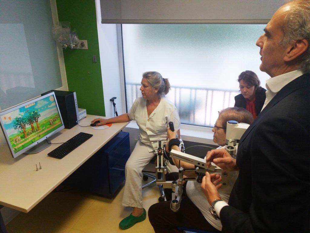 LA COMUNIDAD INCORPORA UN ROBOT PARA REHABILITACIÓN EN EL HOSPITAL DE GUADARRAMA
