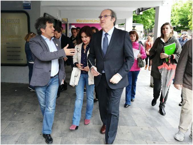 GABILONDO EN COLLADO VILLALBA. VISITA FUGAZ DEL CANDIDATO SOCIALISTA A LA PRESIDENCIA DE LA COMUNIDAD