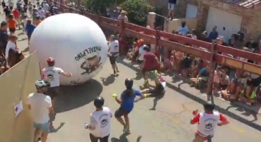 EL ALCALDE DE MATAELPINO HERIDO TRAS SER GOLPEADO POR LA BOLA DEL SEGUNDO 'BOLOENCIERRO'