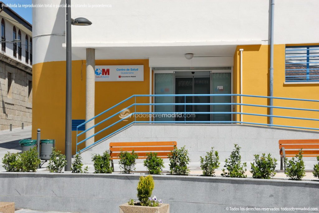 EL CENTRO DE SALUD DE GUADARRAMA DISPONE YA DE UNA PLAZA DE PARADA DE VEHÍCULOS