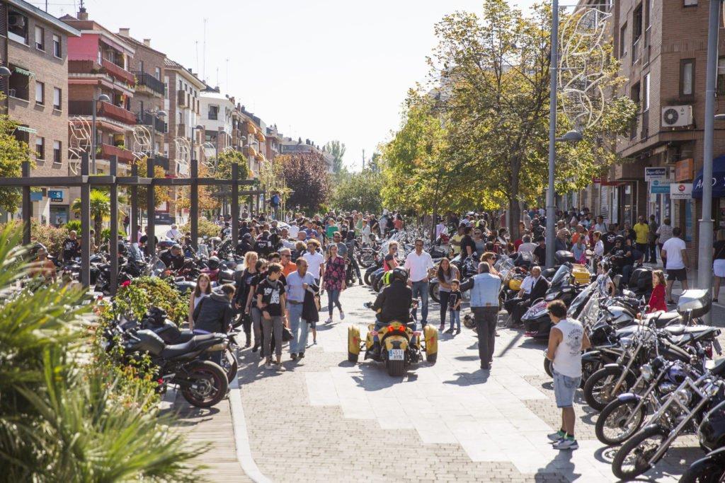 El Ayuntamiento de Las Rozas reconoce la labor social y singularidad de la Asociación motera Cabaleiros do Ferro