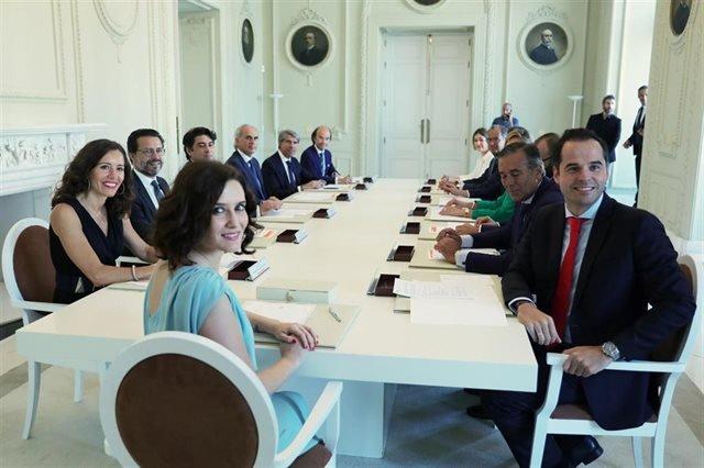 La presidenta de la Comunidad de Madrid y su nuevo Gobierno regional