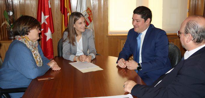 """El Ayuntamiento de San Lorenzo de El Escorial renueva el convenio de colaboración con el """"Tren de Felipe II"""""""