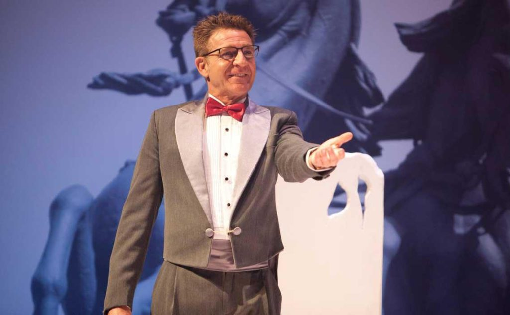 Juanjo Artero llega este viernes a Collado Villalba con la obra «Un marido ideal»