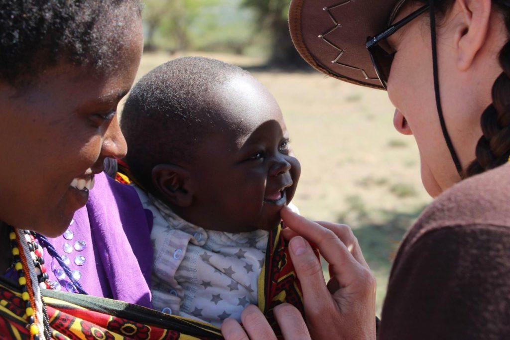 MÁS DE UNO SIERRA – La Asociación Cinco Plabras se va a Uganda con su proyecto de Alfabetización